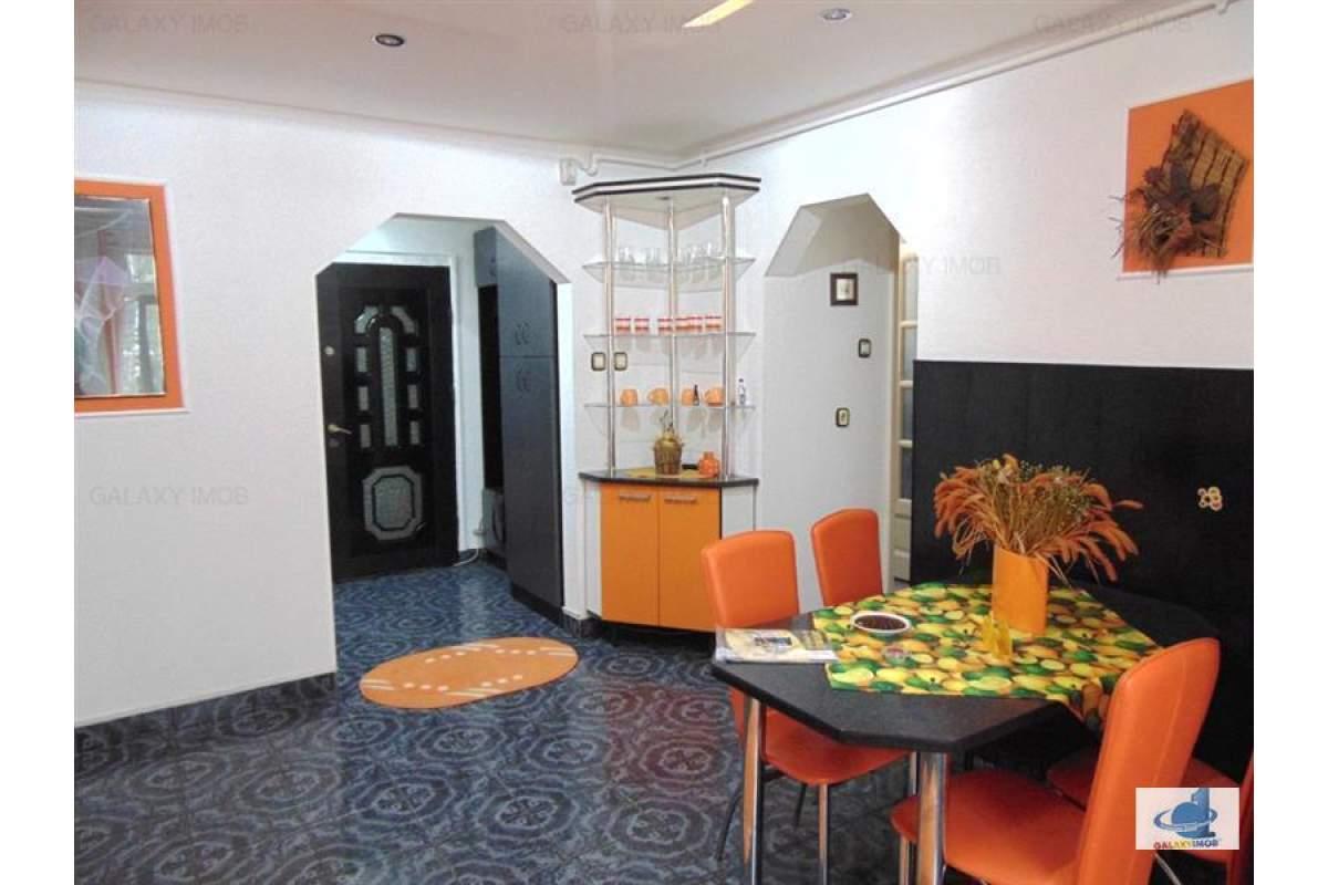 Inchiriez apatament cu 3 camere frumos mobilat pe strada Pandurilor