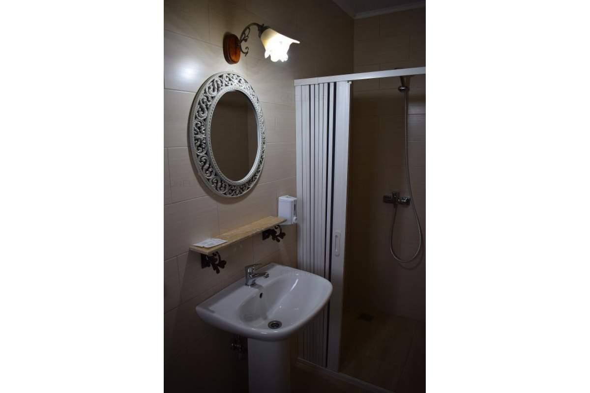Inchiriez camera cu baie proprie