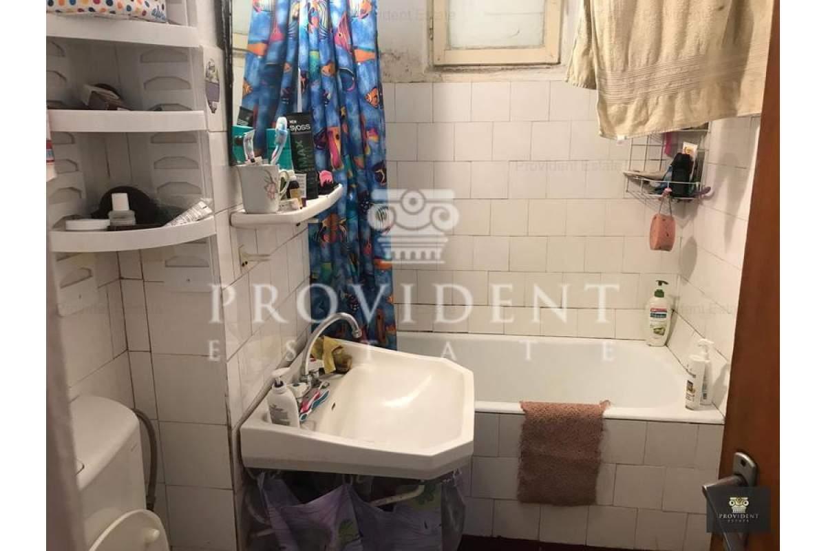 Inchiriez camera in apartament cu 3 camere, 100 Euro