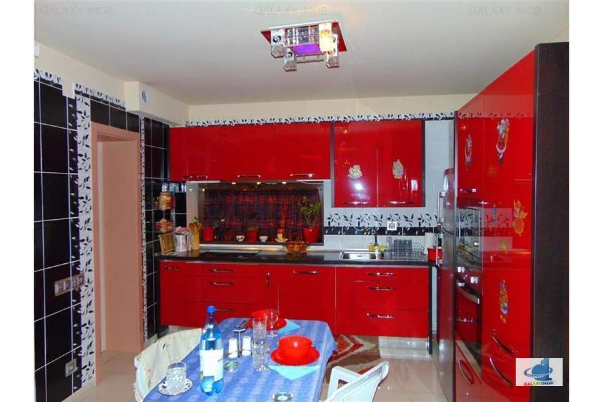 Inchiriez casa 4 camere mobilata si utila lux in Santana de Muresa