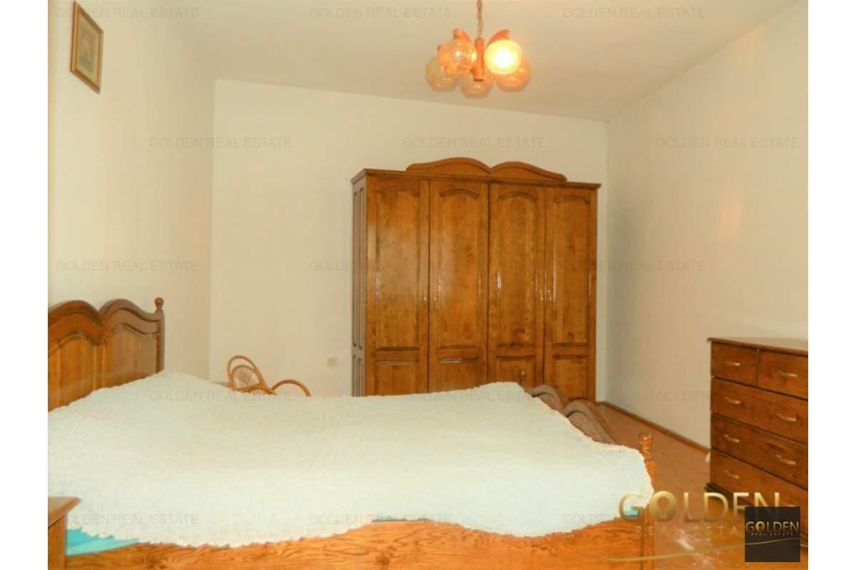 Inchiriez casa 4 camere, zona Intim, suprafata 335 mp