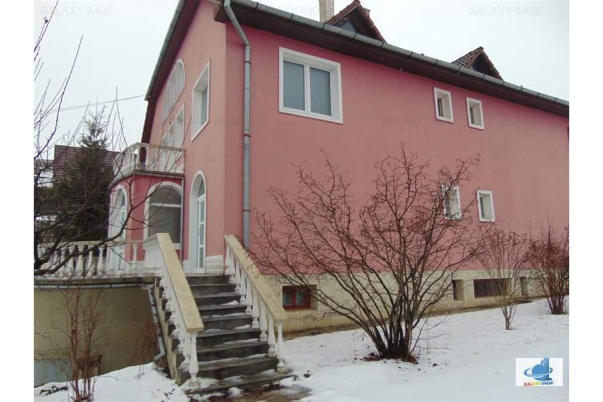 Inchiriez Casa 450 mp ideala pentru birouri sau sediu firma in Corunca