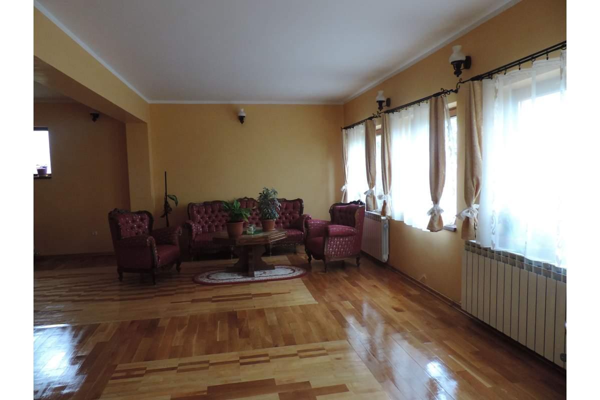 Inchiriez vila P+1, in Alba Iulia centru