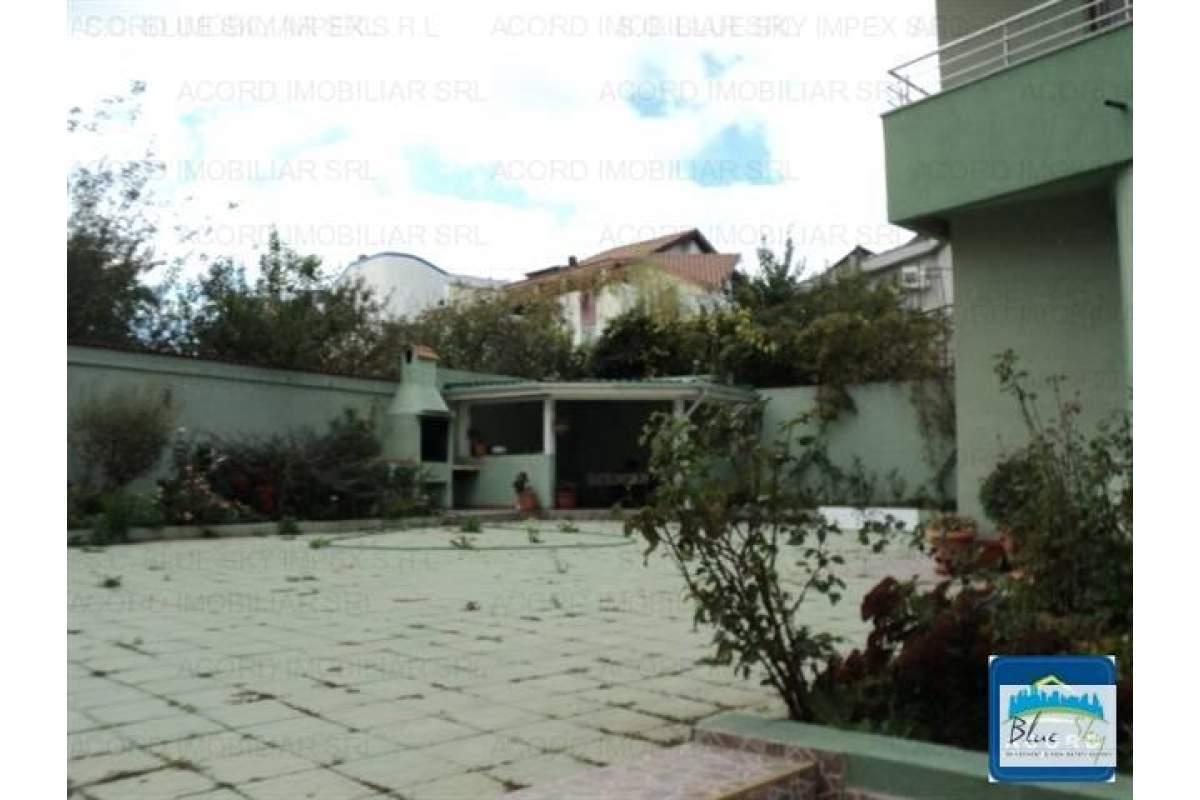 Ovidiu Vile, vila D+P+2+M, 12 camere, - 2.600 euro