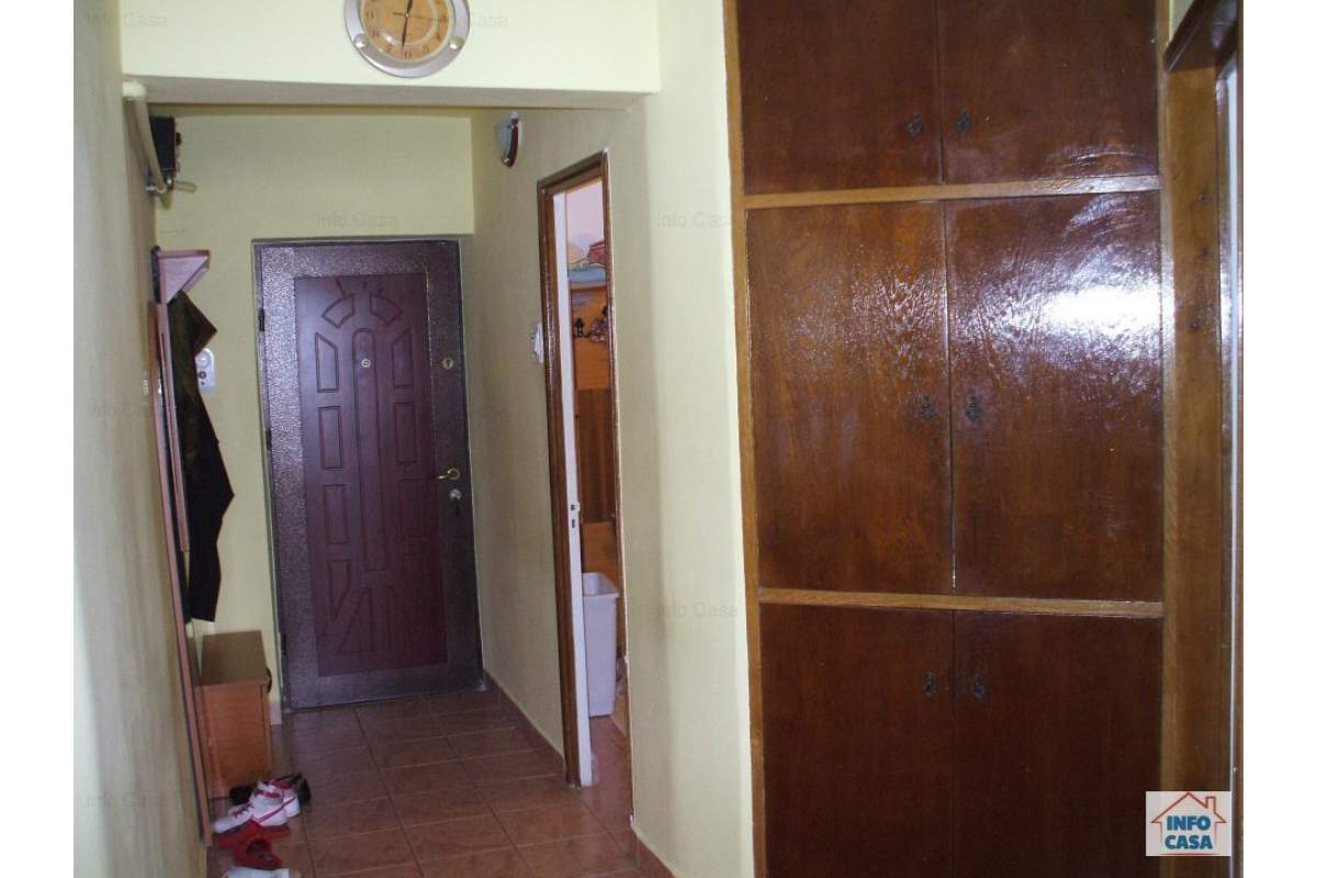 Proprietar ofer de inchiriat ap. 4 camere, Deva, central