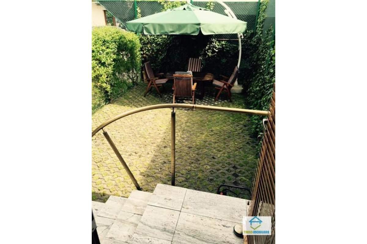 Vila- Gheorgheni zona Piata Engels 4 cam 160 mp+ curte