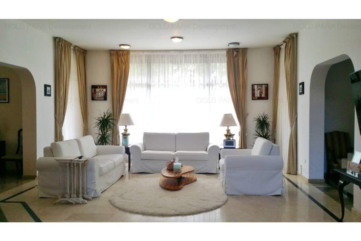 . . : : Vila Moderna 500 mp + Teren 2500 mp - zona Selecta - Piscina Incalzita
