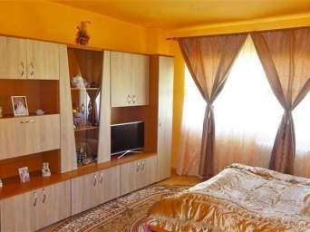 Apartament 2 camere, Cetate, zona Mercur