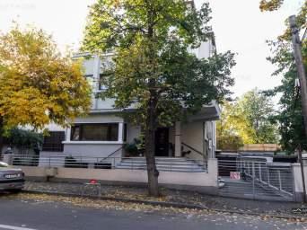 Casa / Vila cu 10 camere de inchiriat in zona Capitale