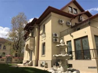 Casa / Vila cu 14 camere de inchiriat in zona Capitale