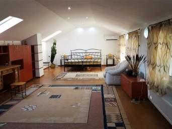 Corp de casa, 3 camere, zona Bartolomeu