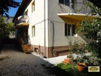 Inchiriere camera cu baie si balcon la vila.