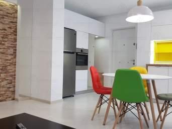Inchiriez apartament 2 camere, Ultracentral, deasupra Tarom superlux + garaj !