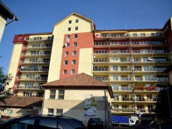 Inchiriez apartament 3 camere mobilat si loc parcare subteran