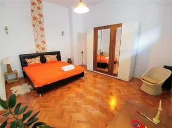 Inchiriez apartament cu 2 camer, ultracentral mobilat si utilat modern