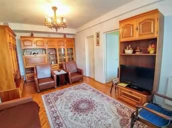 Inchiriez apartament cu 2 camere mobilat si utilat in zona centrala