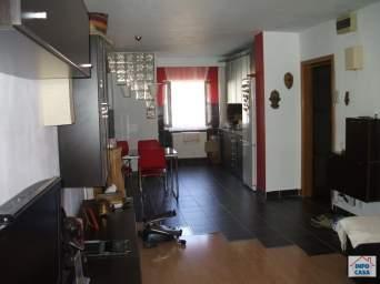 ofer de inchiriat apartament 4 camere