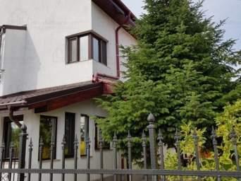 Vila in cartier rezidential situata pe malul lacului Grivita